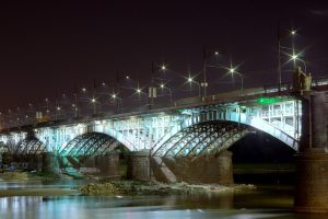 גשר מעל המים